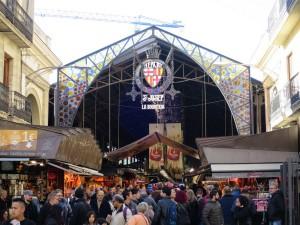 Mercat de la Boqueriaist eine typische spanische Markthalle und liegt direkt an der Rambla.